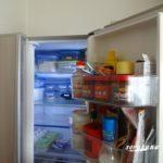冷蔵庫の上は油と埃だらけ 掃除をして節電対策