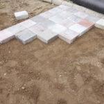 庭造りDIY 素人が平板ブロックを土の上に直接置く敷き方